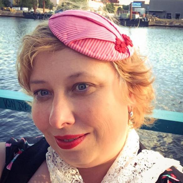 misskittenheel berlin fashionweek summer 2016 fascinator hat pink stripes