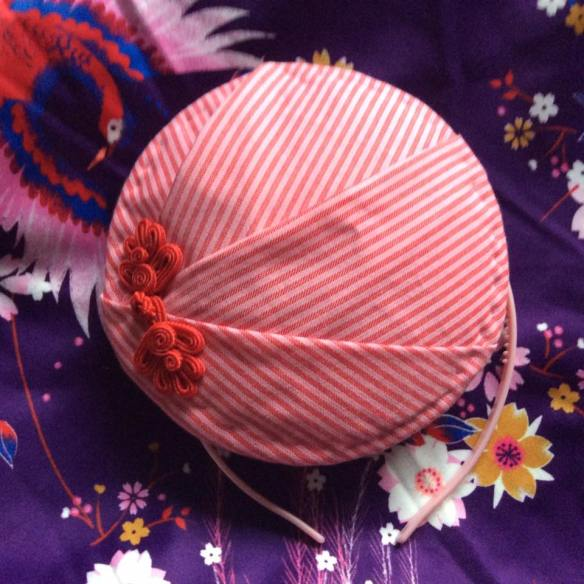 misskittenheel berlin fashionweek summer 2016 hat fascinator stripes pink chineseknot posament