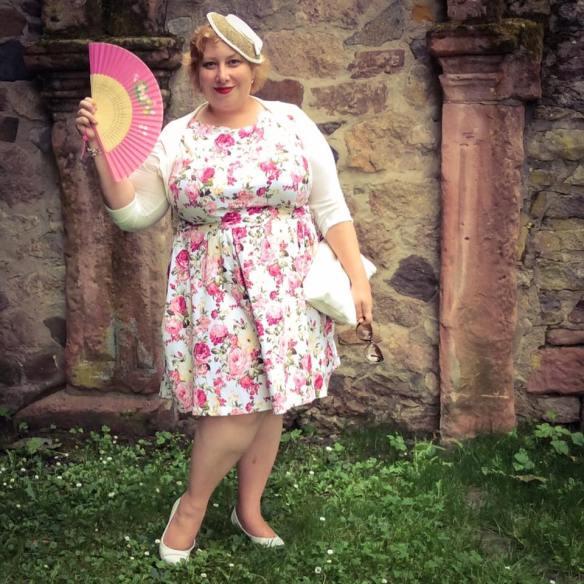 misskittenheel wedding guest roses lindybop audrey pink hat fan dieburg castle 07