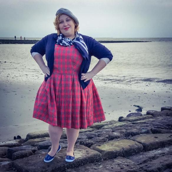 misskittenheel-vintage-plussize-dolly-dotty-tartan-anna-stewart-navy-marine-autumn-02