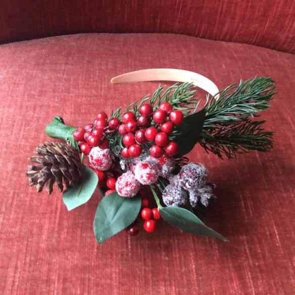 misskittenheel-vintage-plussize-christmas-bling-jewellery-jewellry-xmas-brooch-fascintators-04