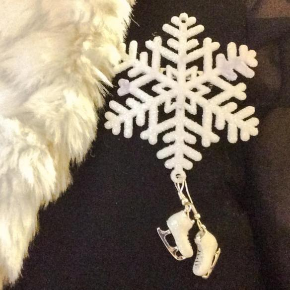 misskittenheel-vintage-plussize-christmas-bling-jewellery-jewellry-xmas-brooch-fascintators-05
