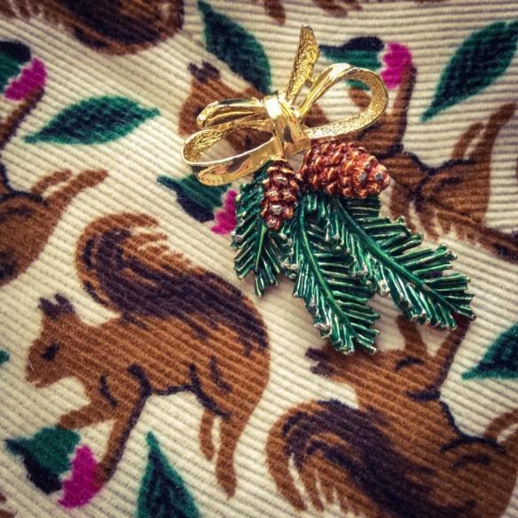 misskittenheel-vintage-plussize-christmas-bling-jewellery-jewellry-xmas-brooch-squirrel-06
