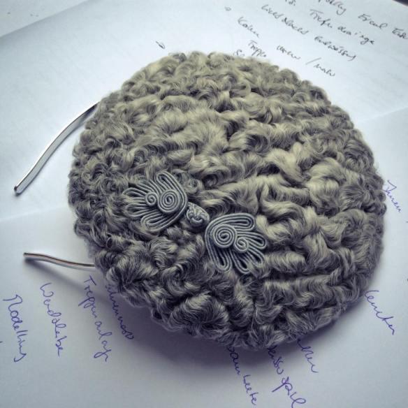 misskittenheel-vintage-plussize-diyyourcloset-guiltydressing-fur-fascinator-hat-persian-lamb-atrakhan-02