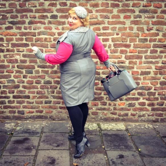 misskittenheel-vintage-plussize-diyyourcloset-guiltydressing-fur-fascinator-hat-persian-lamb-atrakhan-06