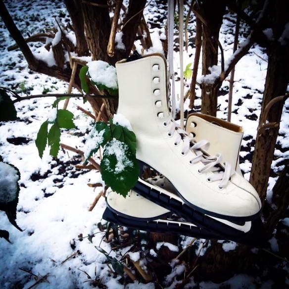 misskittenheel-vintage-plussize-pinup-berniedexter-winterwonderland-dress-snow-christmas-noveltyprint-01