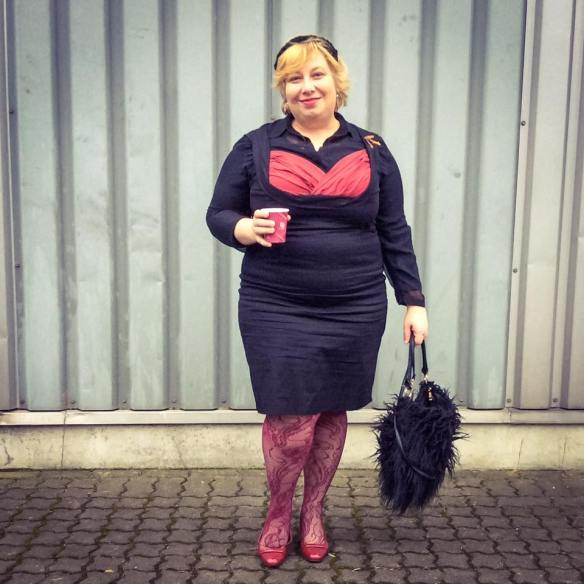 misskittenheel-vintage-plussize-pinup-lindybop-vanessa-wiggledress-lace-tights-01