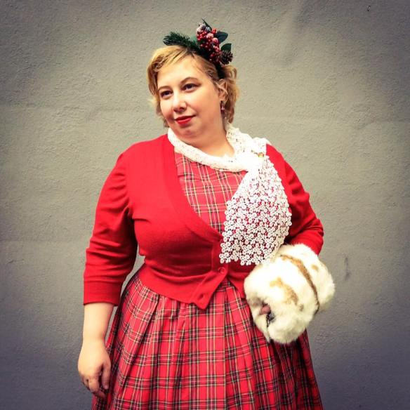 misskittenheel-vintage-plussize-christmas-dollydotty-tartan-red-royalstewart-pinup-fascinator-12