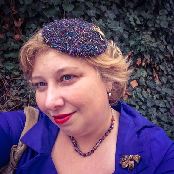 misskittenheel-vintage-plussize-frenchcurves-metalliqze-gold-skirt-elvi-pinup-01