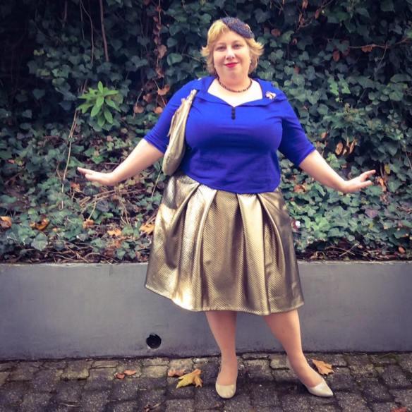 misskittenheel-vintage-plussize-frenchcurves-metalliqze-gold-skirt-elvi-pinup-06