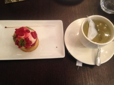 Raspberry pastry and a mirabelle green tea