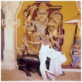wilhemena-before-the-goddess-mahishasur-mardini-hall-of-heroes-in-india-wearing-a-white-cloque-dress-by-madame-gres-circa-december-1964-jodhpur-india-photo-henry-clarke
