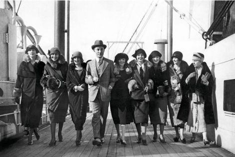 jean-patou-in-1924-with-models-chosen-to-seduce-the-american-customers