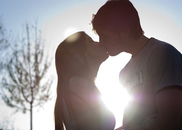 7 Killer Signs That Your Boyfriend Is Cheating On You