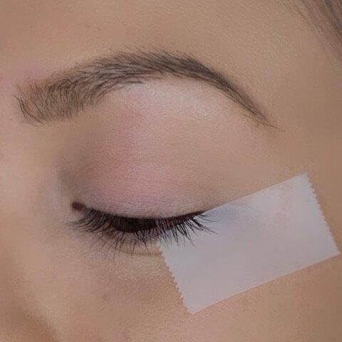 Eyeliner mit Klebestreifen