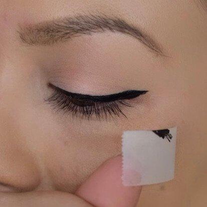 Lidstrich ziehen Technik mit Klebestreifen