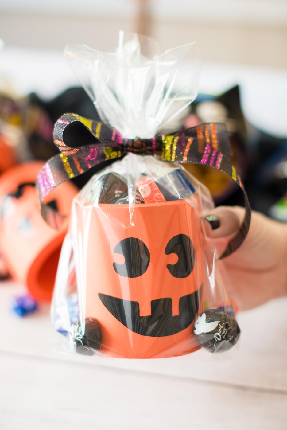"""DIY Jack-O-Lantern """"Boo""""-zies, Halloween DIY, Boo-ing Ideas"""