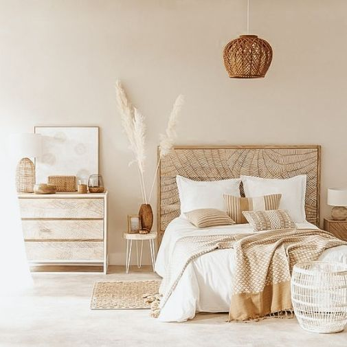 Create a bohemian bedroom décor with pampas grass. dried pampas grass decor