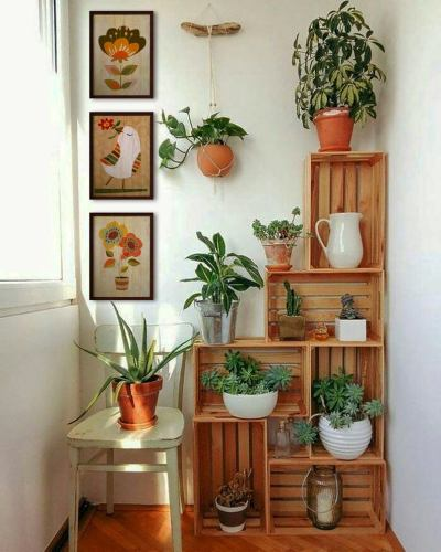 Decorate the balcony with wooden crates