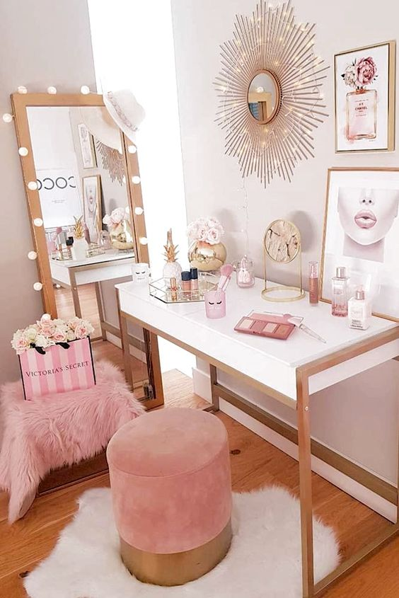 bedroom decor. Glam makeup desk setup inspiration. Pretty makeup room decor ideas