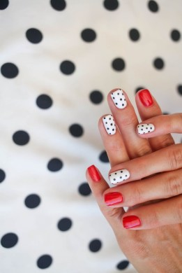 Polka dot short manicure