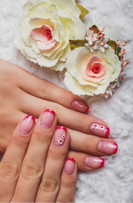 Pretty short manicure for summer season