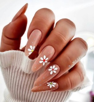 Pretty summer nails design