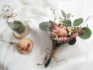 Sola dried flowers bouquet