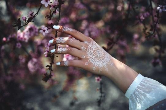 Stylish henna tattoo designs ideas that will enhance your look