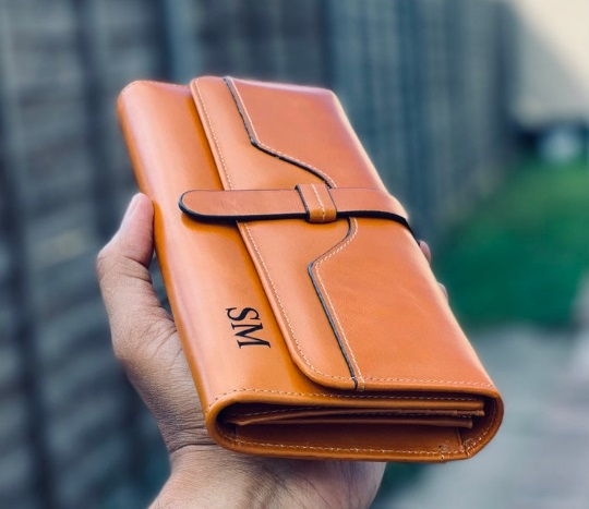 Affordable leather wallets for men and womens for people with a tight budget. Leather wallets with coin pocket