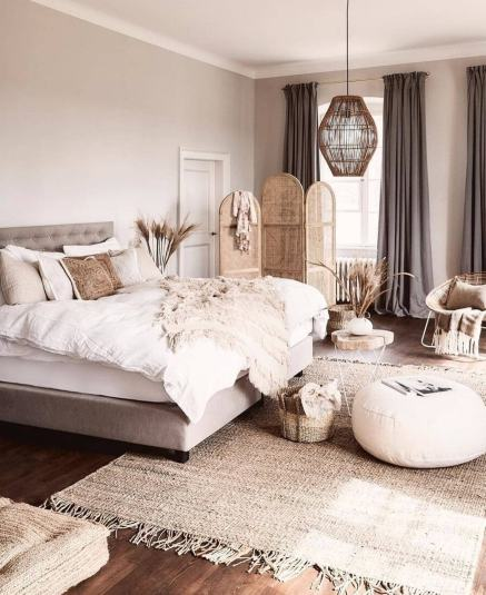 The quintessential timeless bedroom décor
