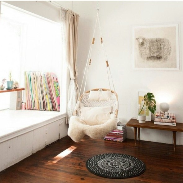 relaxing swinging chair for indoor decor