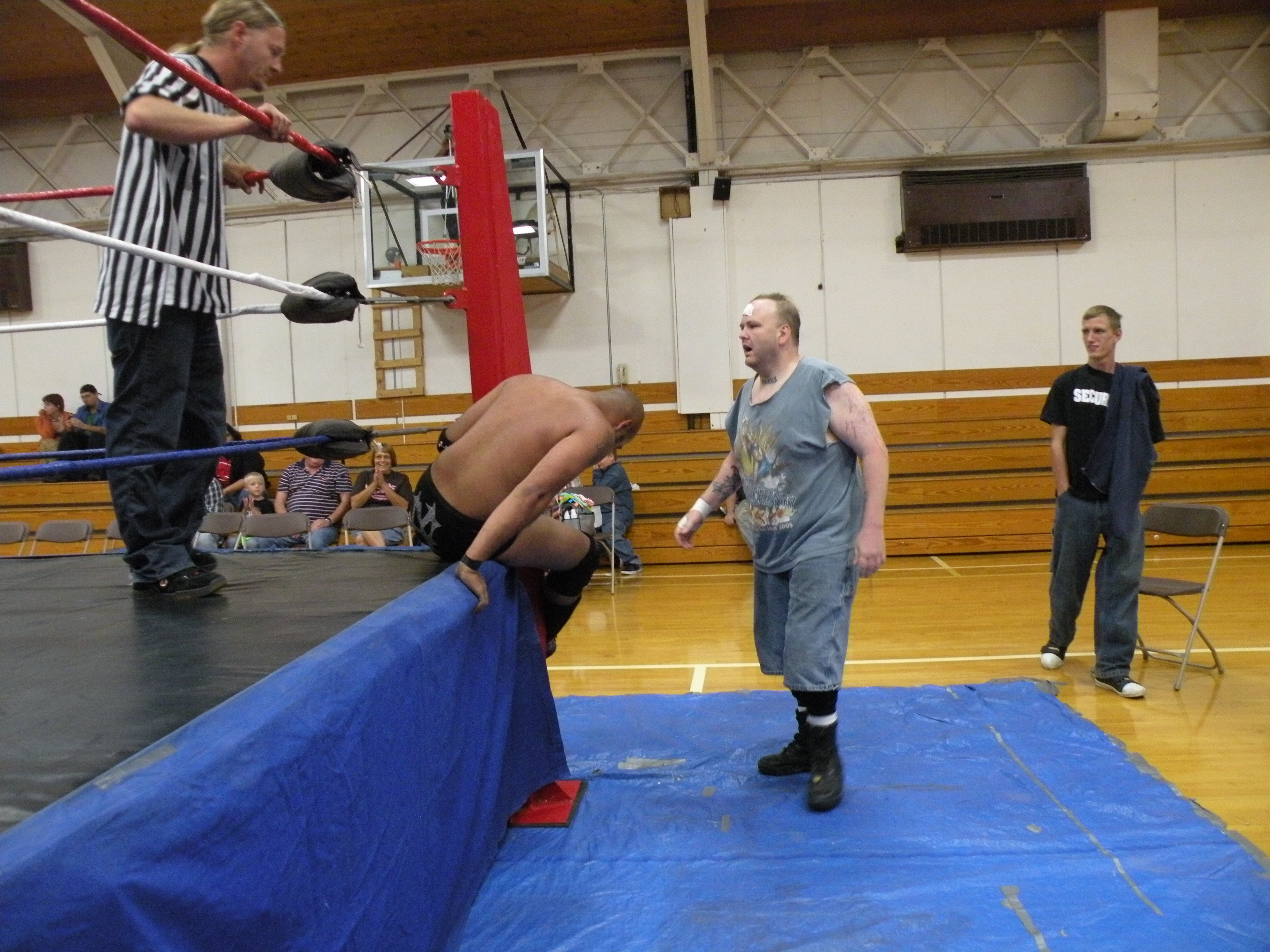 """Ian Rotten gets dirty outside  of the ring.(Photo Credit Brian """"Flair"""" Kelley)"""