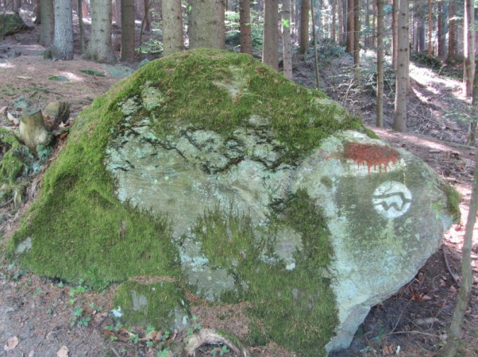 Granite rock, moss and trail marker