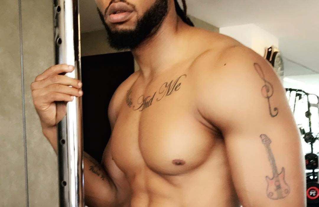 Flavour strips in raunchy new photo