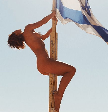 Model poses completely naked in front of Jerusalem's wailing wall, online users react