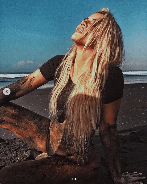 Khloe Kardashian gets 'dirty' for sexy beach shoot