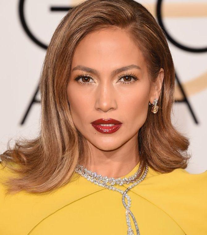 Jennifer Lopez bares it all on Instagram to promote new