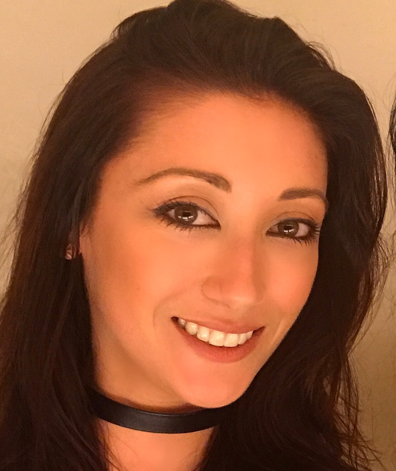 Lara Olivia Close Up