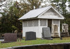 Criss gravehouse