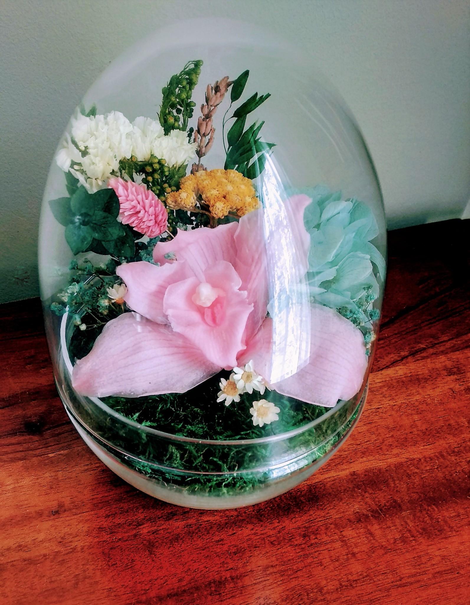 flor preservada en capsula de cristal