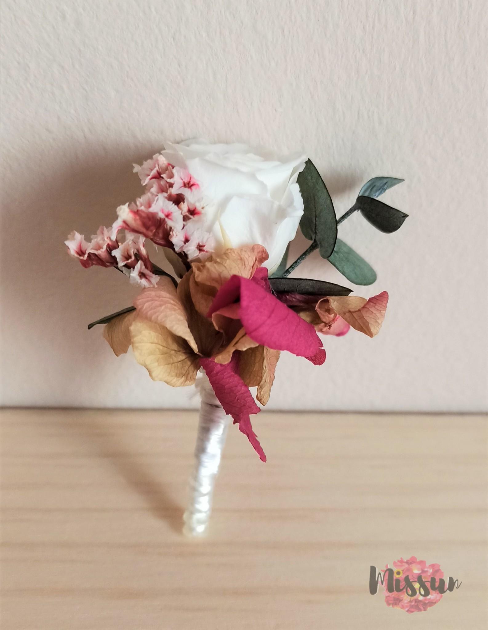 Prendido  con flor preservada Sevilla