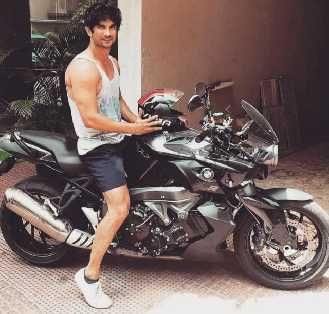 Fudge looking for @itsSSR near his bike. The two used to share a ride quite often. #unitedforjustice