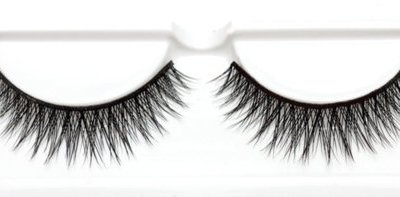 Tutorial: How To Apply False Lashes
