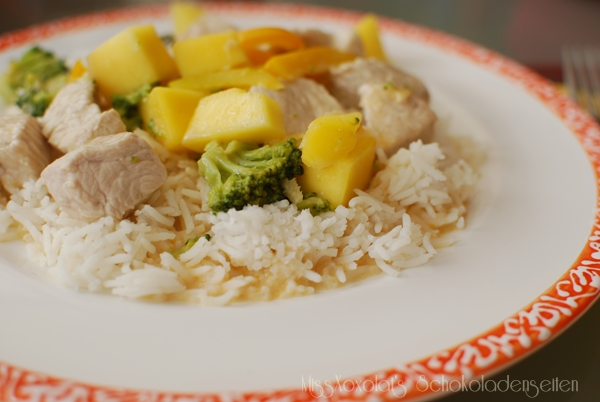 Putencurry mit Mango & Reis