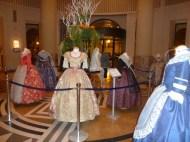 EXPOSICION DE INDUMENTARIA VALENCIANA DE CARMEN ASISN EN THE WESTIN HOTEL NOEMI CRUZ BOSOM Y DANIEL BARRERES
