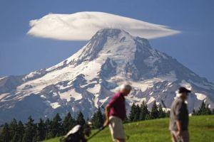 lenticular-cloud-hikers-istock-jpg-638x0_q80_crop-smart