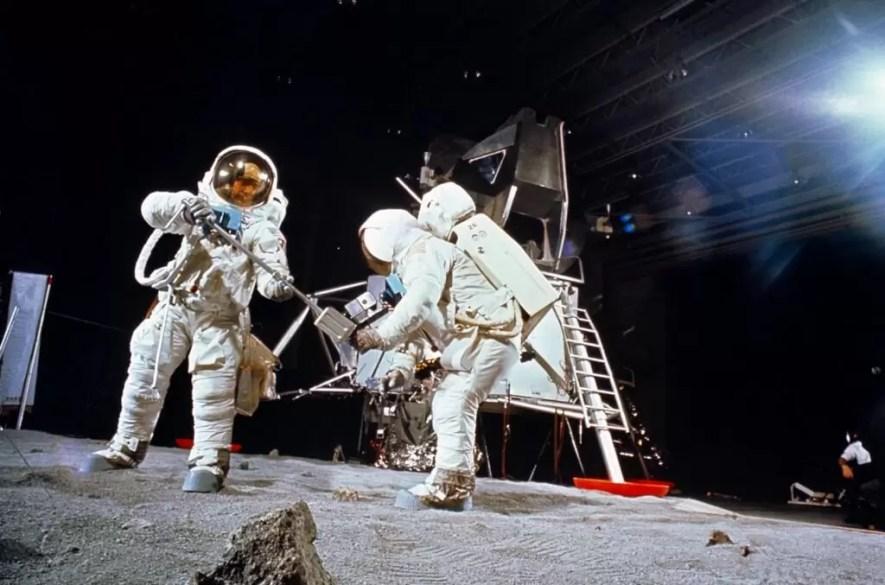Esercitazioni di sbarco sulla luna.