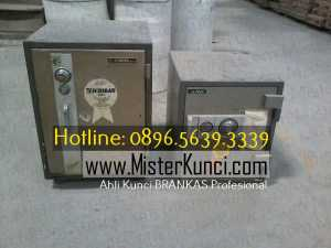 Tukang Kunci Lemari Besi Panggilan Profesional Terpercaya di Sukoharjo, Jawa Tengah hubungi 0896-5639-3339