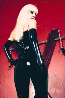 Domme Sydney black latex